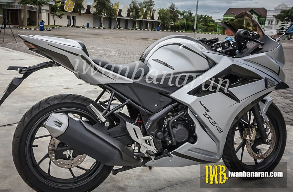 CBR150R modified white