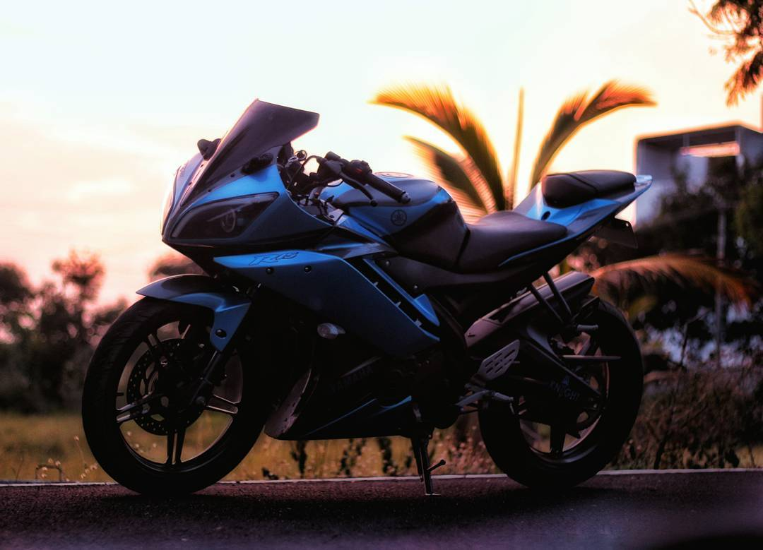 Modified Yamaha R15 blue