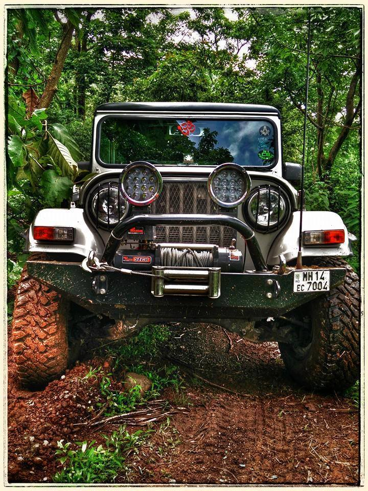 mahinda-thar-modified-big-headlamps-front