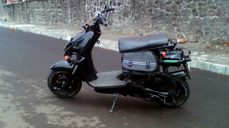 Honda Dio black rudder modified