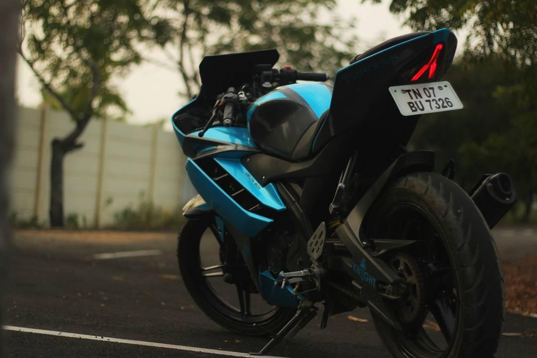 Modified Yamaha R15 colour wrap