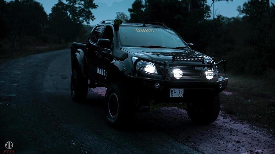 Isuzu D MAX V Cross modified