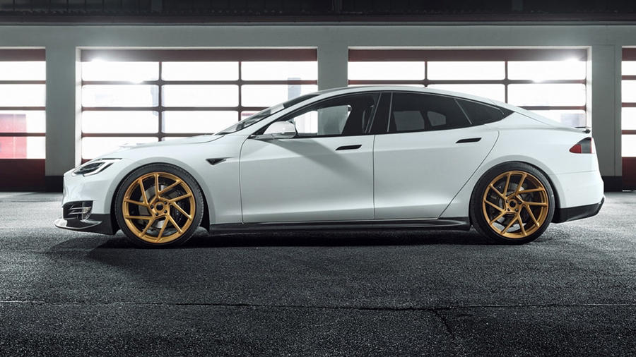Tesla Model S gold rim novitec