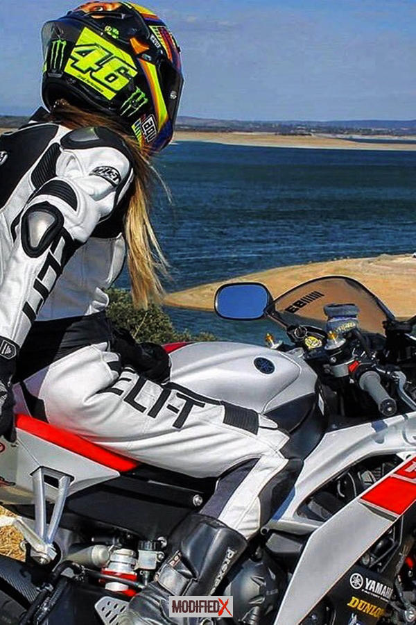 Yamaha R1 rider girl