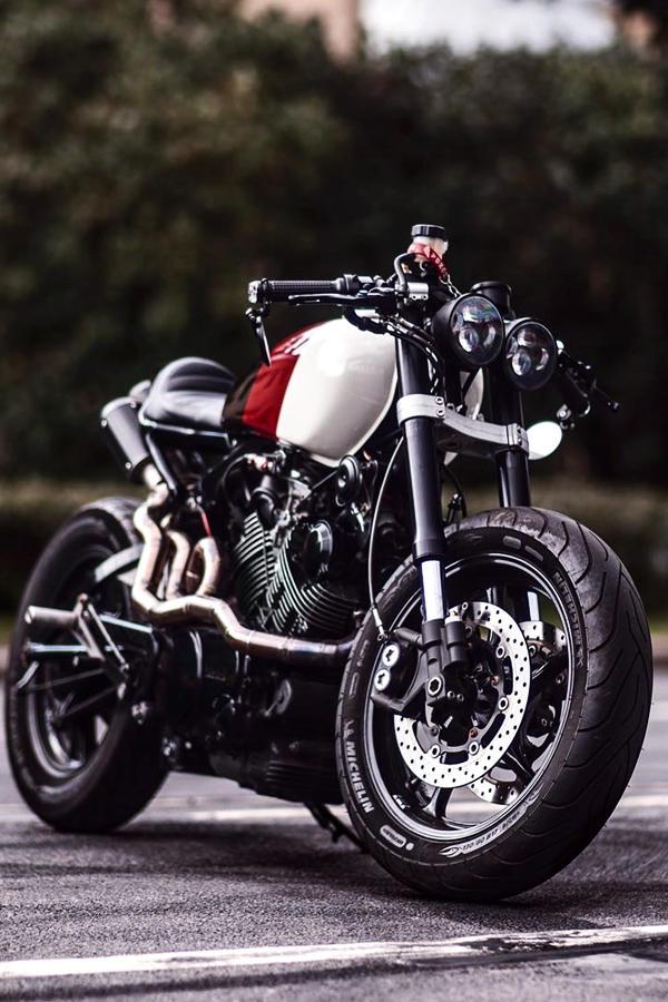 Custom XV 750 Yamaha bobber cafe racer