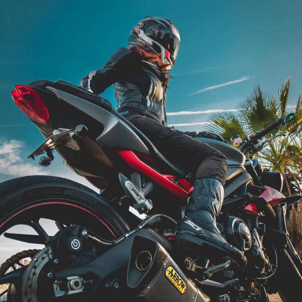 Beautiul girl rider