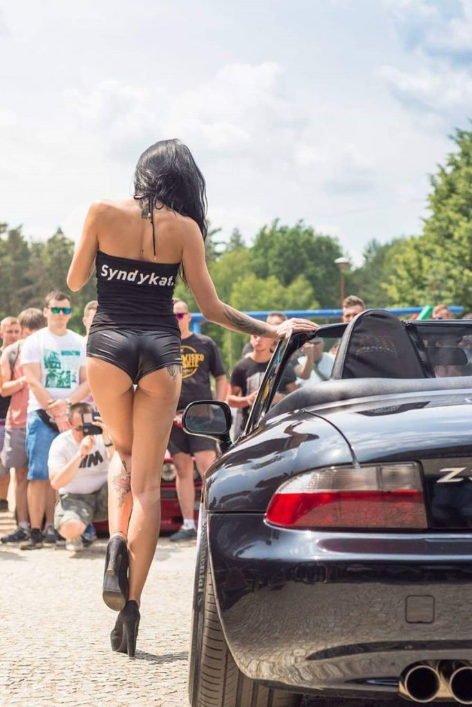 Sexy-car-model-683x1024.jpg