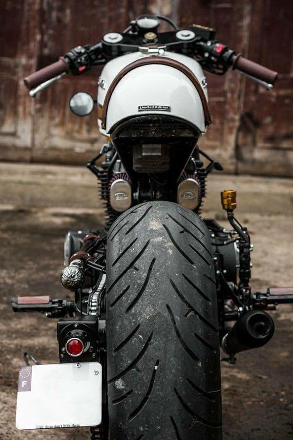Huge rear tyres for Honda CM400