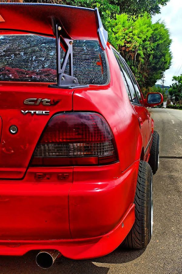 Red Hona City wing