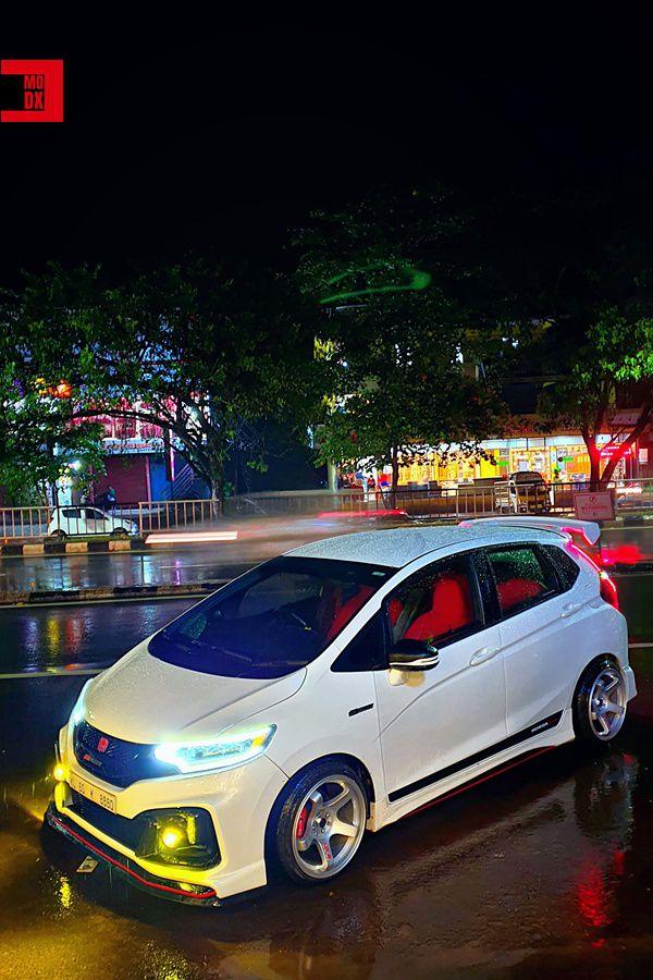 yellow lights Honda Jazz