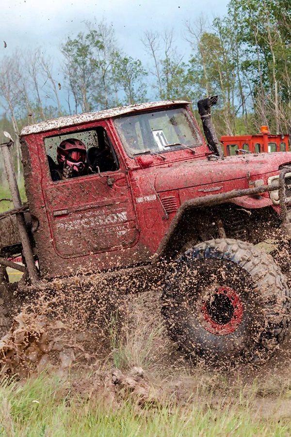 Toyta FJ45 on mud